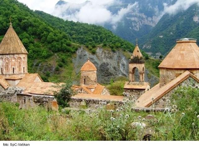 Katolícka charita pomáha utečencom z Náhorného Karabachu