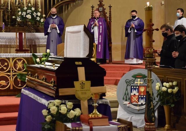 PODCAST: Výber z príhovorov na pohrebe biskupa Štefana Sečku