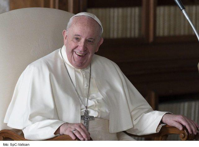 Svätý Otec František dal veriacim za vzor Máriu: Modlí sa ako matka