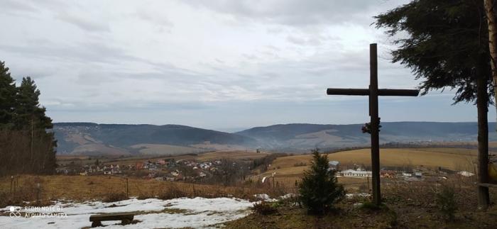 Moja kaplnka (11): Kríž nad Hervartovom postavili mladí ľudia z Oázy