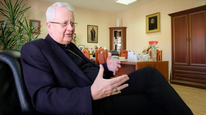 Biskup Stolárik: Zomierajúci na COVID-19 ostávajú opustení