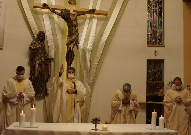 Absolútny zákaz bohoslužieb a spovedania na Slovensko nepatrí
