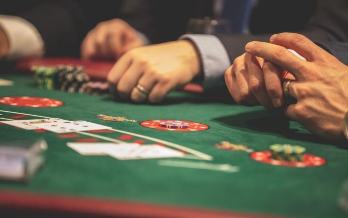 PODCAST: Bratislava od januára zakáže hazard