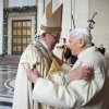 Vatikánsky týždenník: Jubileum emeritného pápeža sa blíži
